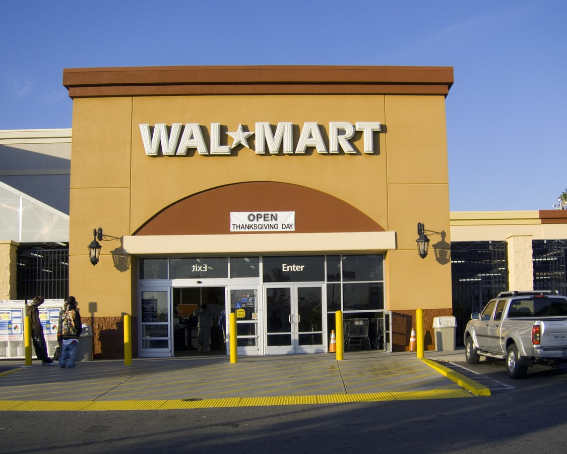 top-ten-e-commerce-businesses-in-2020-Walmart-brick-and-mortar-online-shopping
